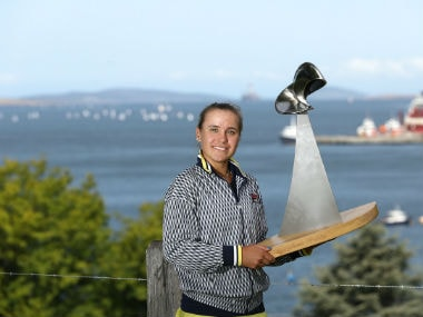 Sofia Kenin poses with the WTA trophy. Twitter: @HobartTennis