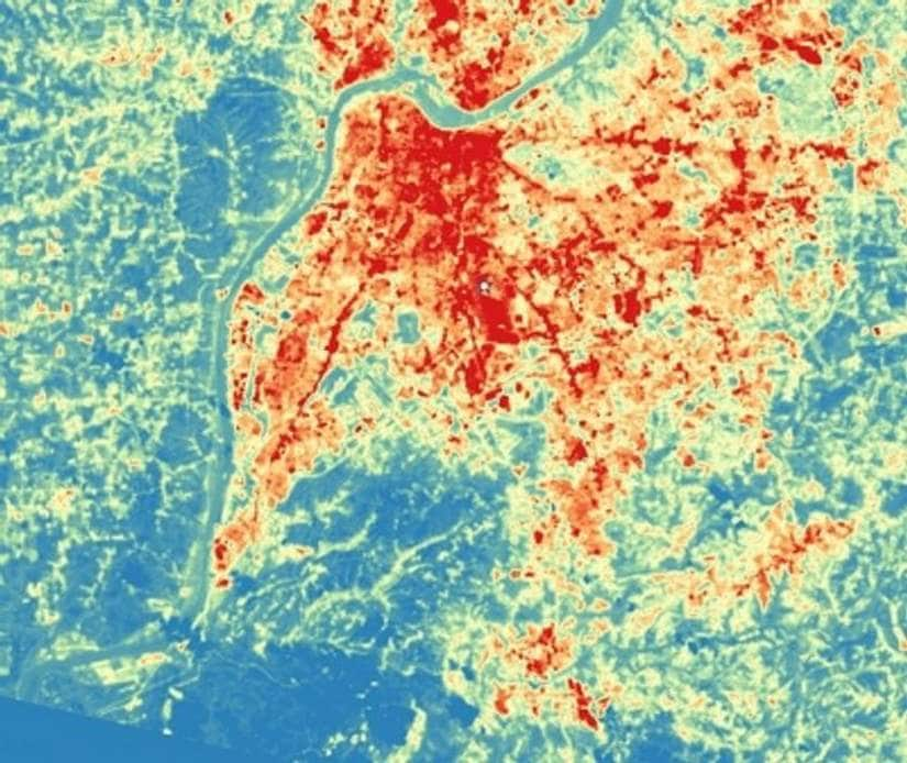 Higher temperatures in the city of Louisville in the US relative to the countryside measured by satellite: the Urban Heat Island Effect. Credit: Climate Central.