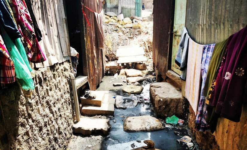 Garbage at the workplace and garbage at home. The living conditions of those living on the fringes of the landfill are dismal. Devyani Nighoskar/101Reporters
