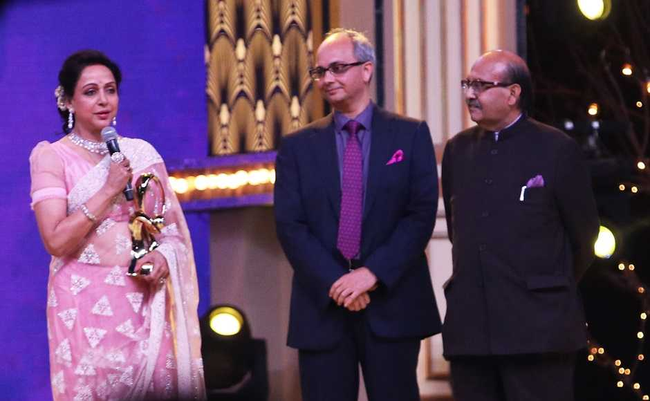 Hema Malini gives acceptance speech after being honored with award for Extraordinary Contribution to Indian Cinema. Firstpost/Sachin Gokhale