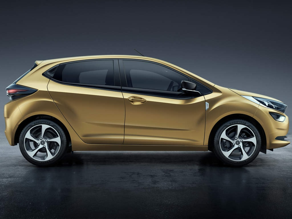 Tata Altroz is a premium hatchback that will compete against the Baleno and i20.