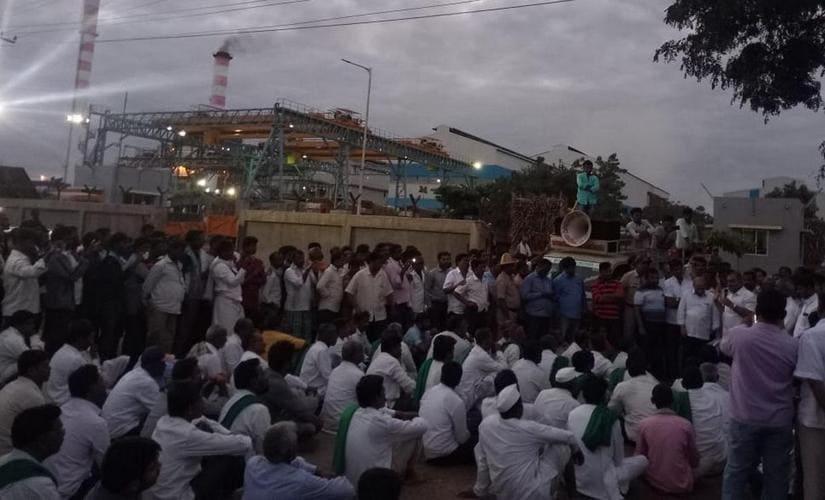 Karnataka sugarcane farmers have threatened to strike unless their demands are met. Manjunath Somaraddy