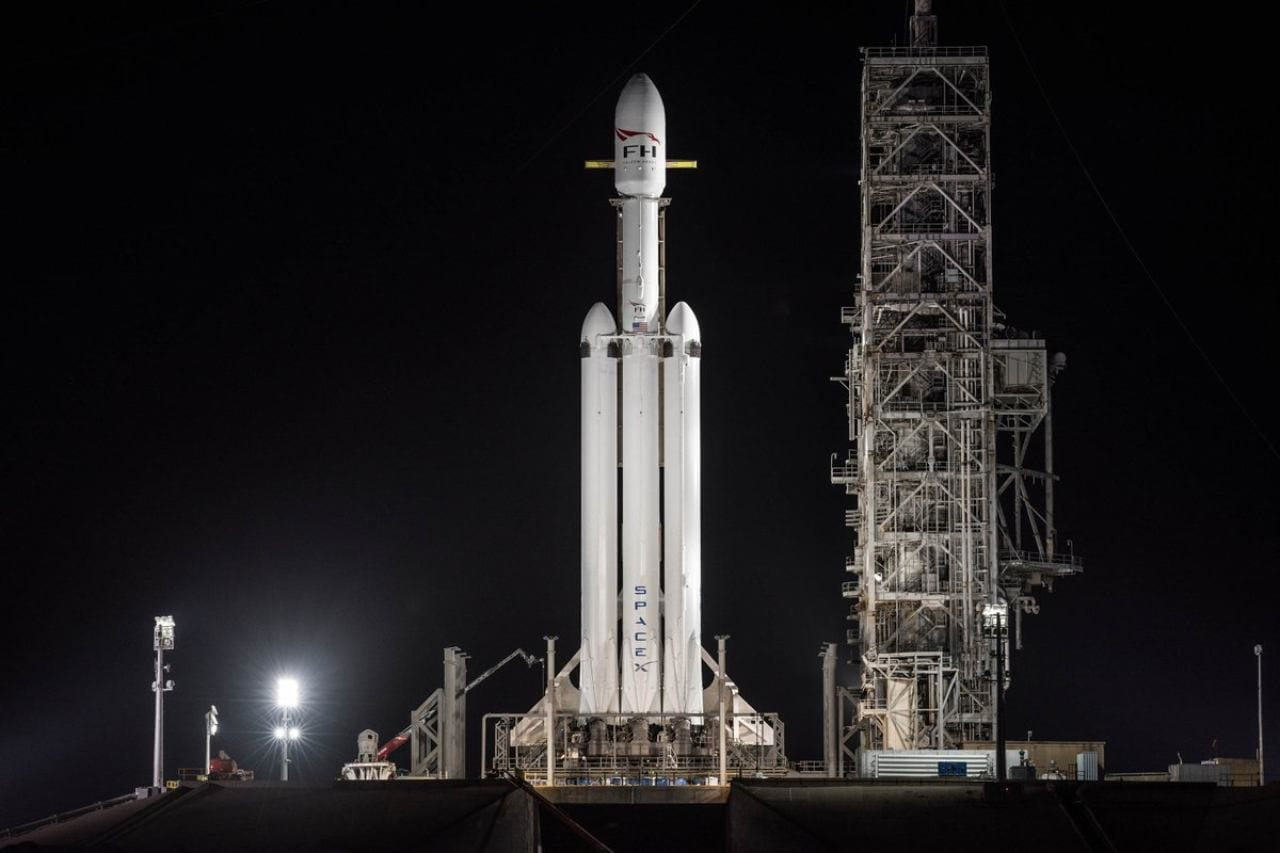 SpaceX delays Falcon Heavy's first commercial launch of ...