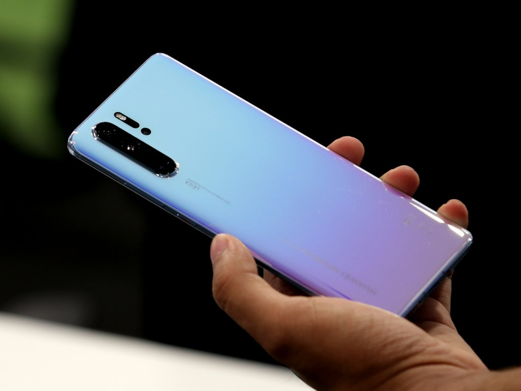 Huawei P30 Pro survives bend, scratch test; display can handle intense burns