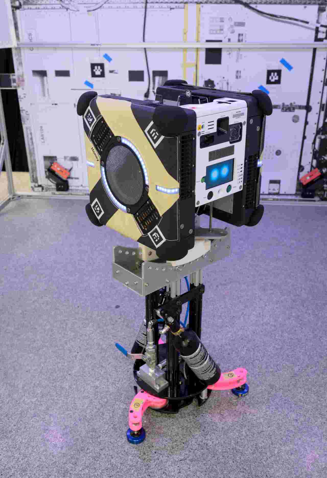 Astrobees: NASA sends a pair of floating robot assistants to the space station