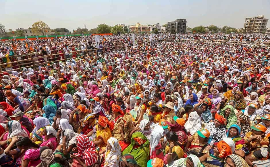 AICC secretary in-charge for Maharashtra Ashish Dua accused Modi of failing to address Maharashtra's burning issues including drought and farmers' suicides at the rally. Maharashtra Congress general-secretary Sachin Sawant termed Modi's rally a 'super flop' claiming the venue was