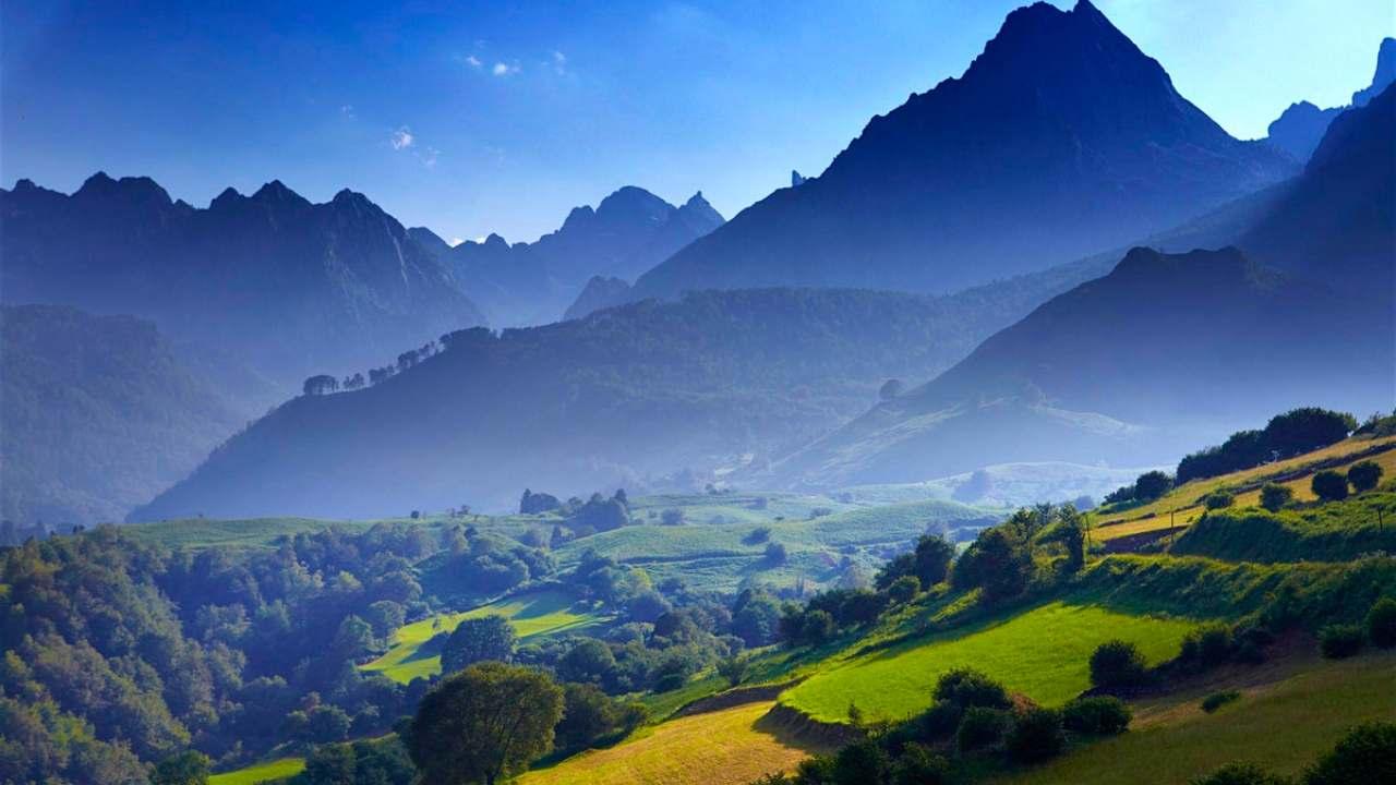 Pyreenes mountain ranges in Europe_Reddit (1)