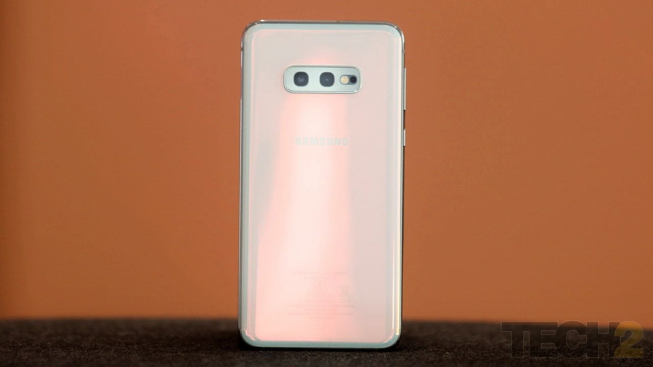 The Samsung Galaxy S10e. Image: Tech2/Omkar Patne