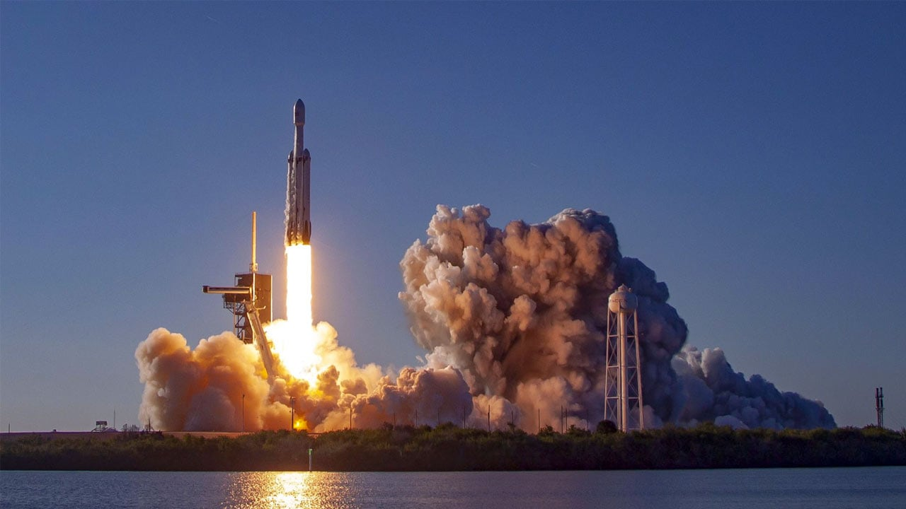 Flipboard: SpaceX Falcon Heavy booster may be lost to sea ...