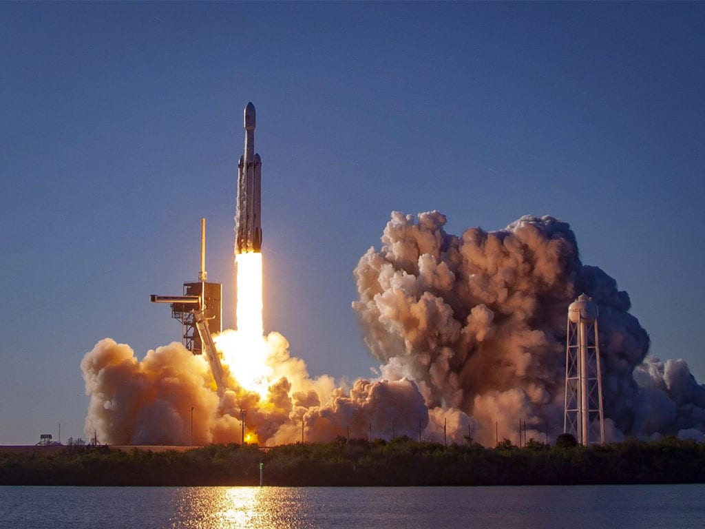 SpaceX Falcon Heavy launch: The worlds most powerful rocket successfully nails its landing