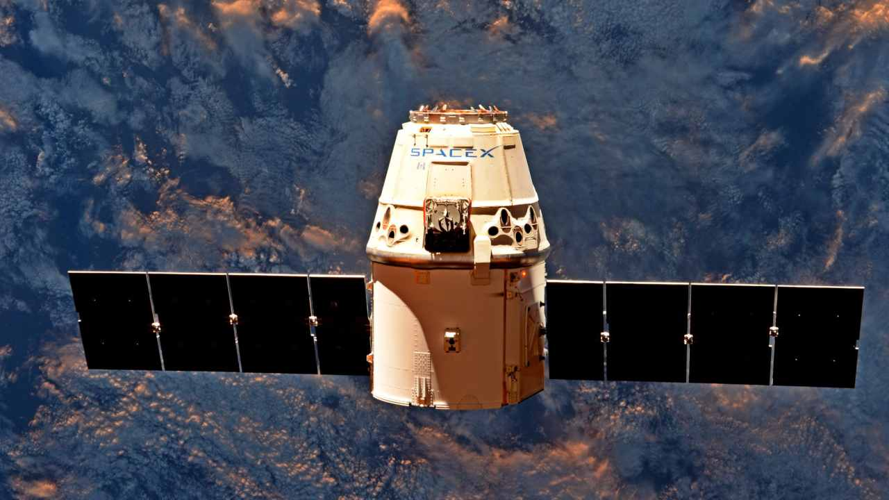 SpaceX Dragon C106 space capsule during the CRS-11 resupply mission. Image credit: Wikipedia