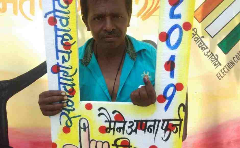 Voters flaunting their inked fingers at a selfie zone made in Koriya. Chandrakant Pargir/ 101Reporters
