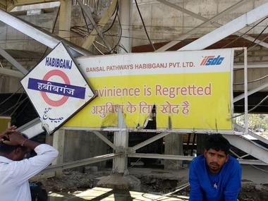 Signboards such as these have been placed all across the Habibganj railway station in Bhopal. Manish Chandra Mishra/101Reporters