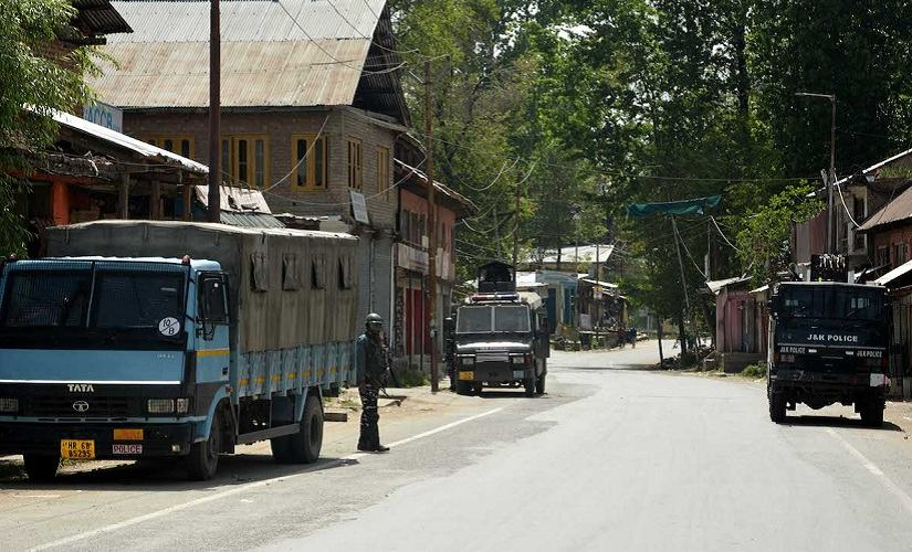 By and large, people preferred to stay indoors instead of coming to vote. Firstpost/Hilal Shah