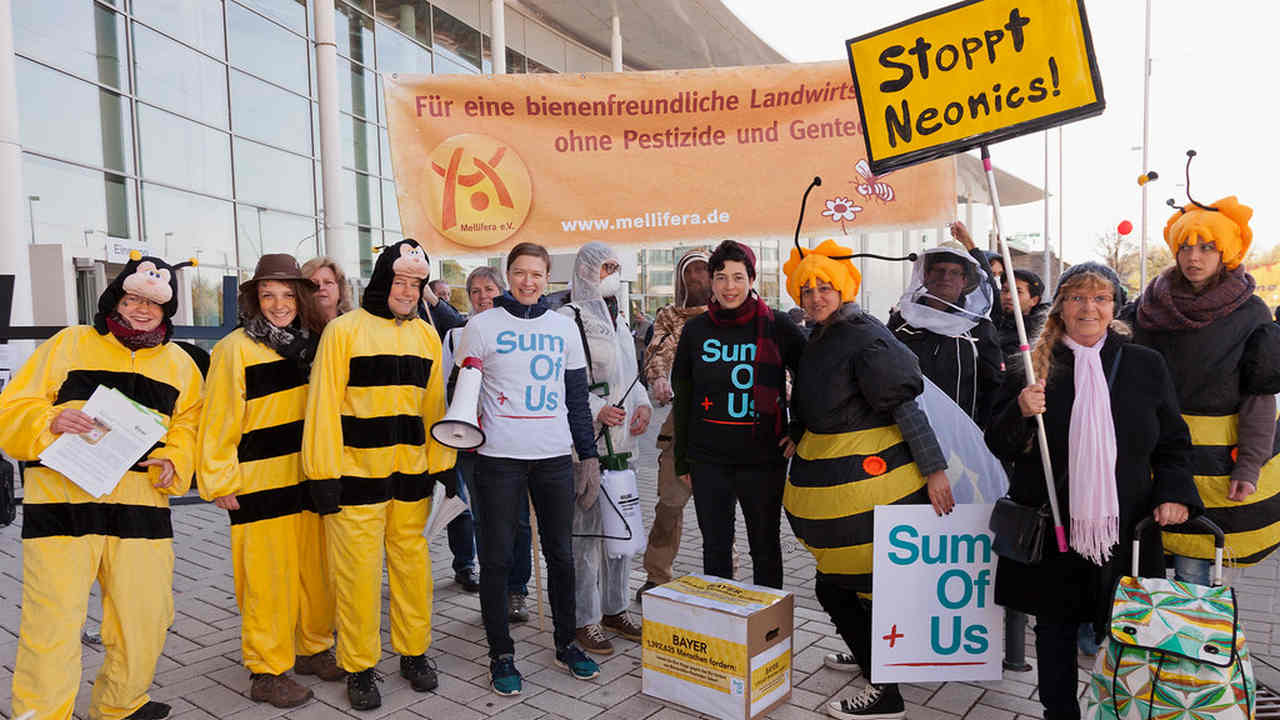 Bees and beekeepers protest at Bayer AGM. Image credit: Flickr