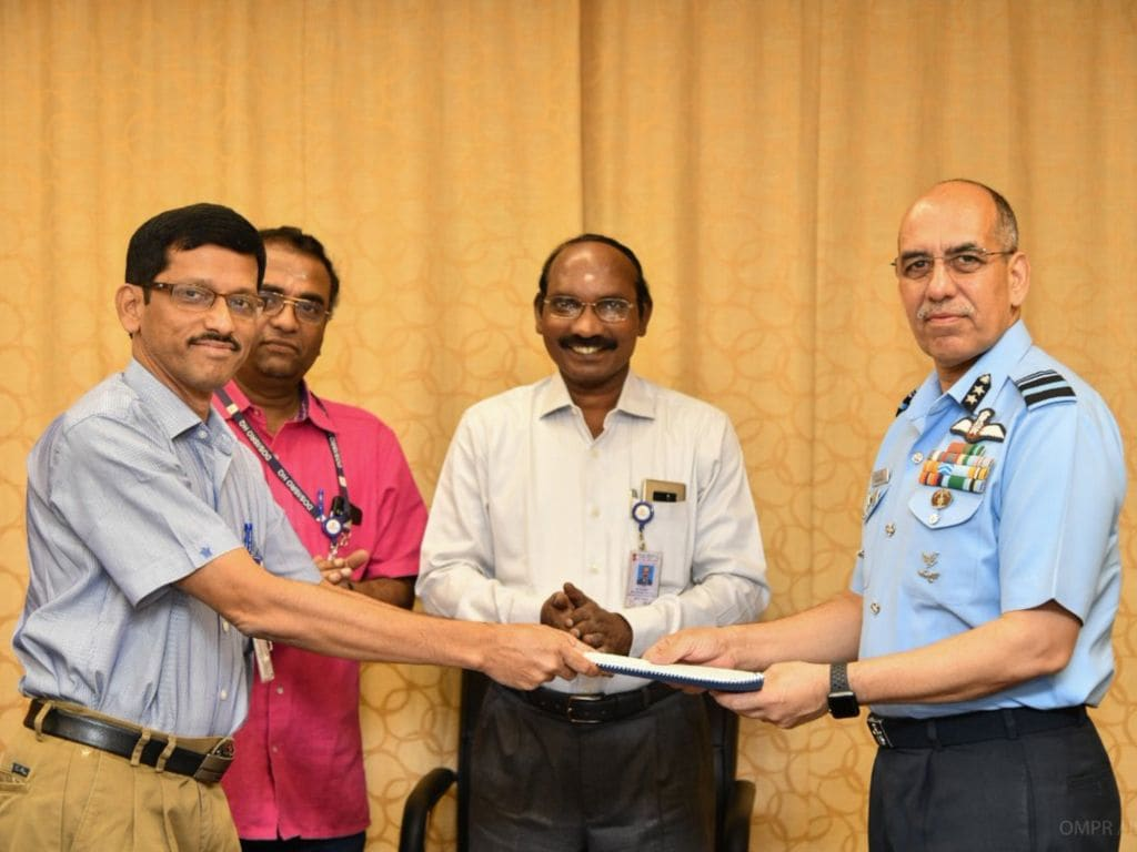 AVM RGK Kapoor, ACAS Ops (Space), IAF handed over the MoU to Shri R Hutton, Project Director of Gaganyaan Programme. Image credit: Twitter/IAF