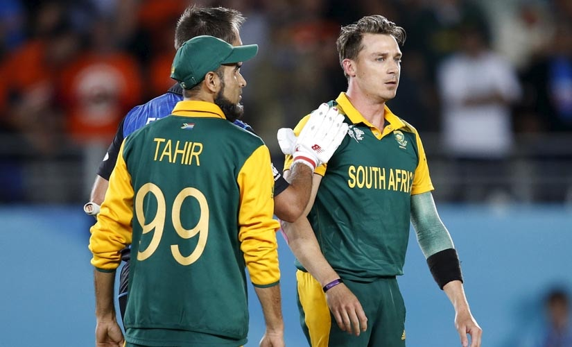 New Zealand's Grant Elliot (back L) consoles South Africa's bowler Dale Steyn (R) after New Zealand won their Cricket World Cup semi-final match. Reuters