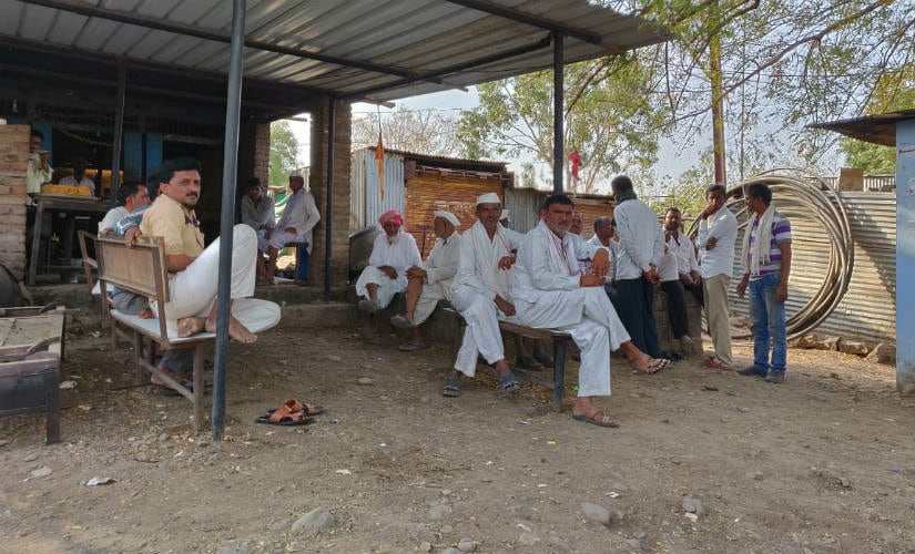 Cultivators sit idle due to the lack of work. Image courtesy: Varsha Torgalkar