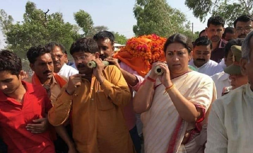 After aides death, Smriti Irani urges BJP workers to exercise restraint, attacks Rahul Gandhi over Amethi remark