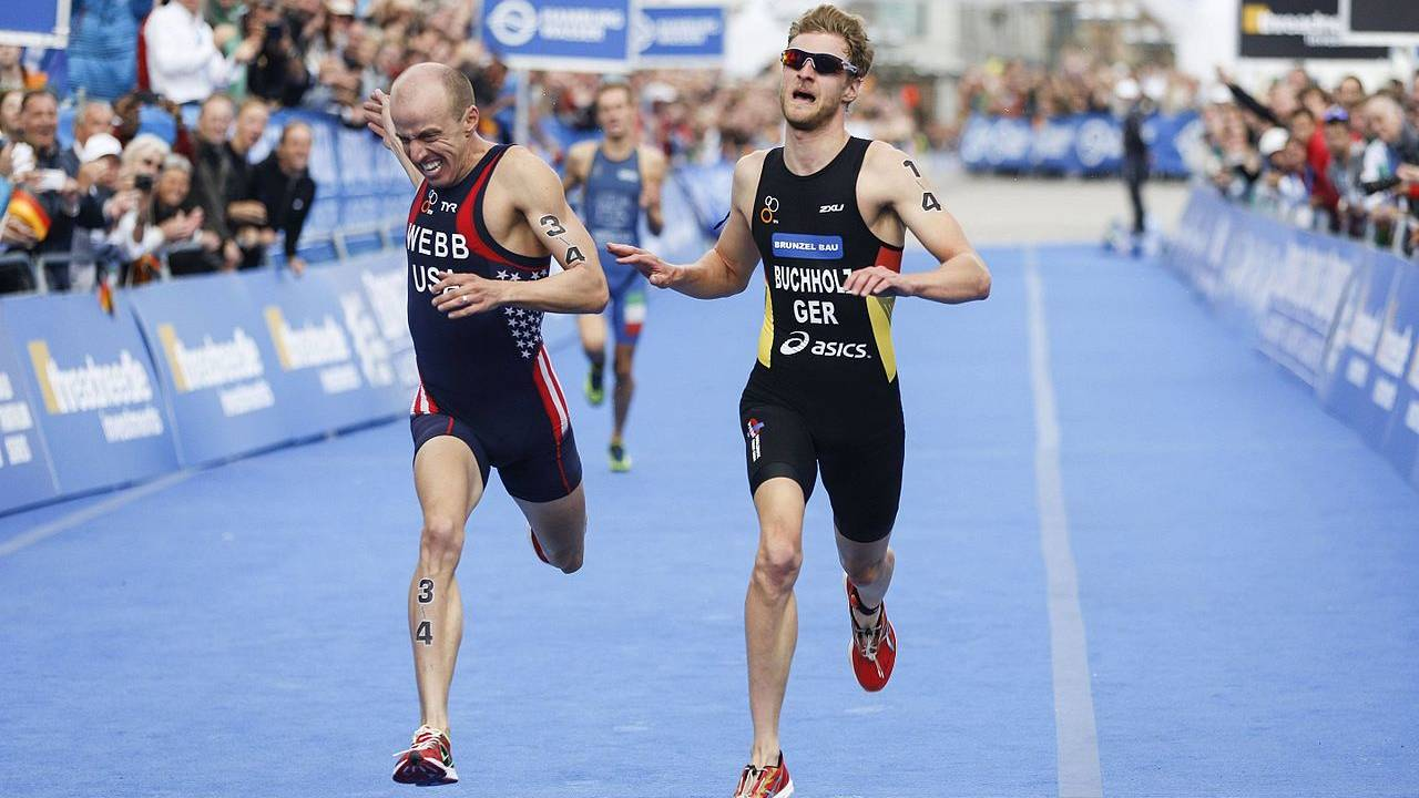 Gregor Buchholz finishs at 2014 ITU World Triathlon Hamburg. Image credit: Wikimedia Commons
