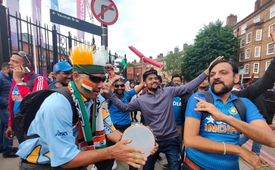 Fans celebrating India's win against Australia, with chants like 'Dus rupaye ka gola, Virat Kohli shola' almost creating an air similar to Mumbai's Wankhede Stadium. Image clicked via OPPO Reno 10X Hybrid zoom