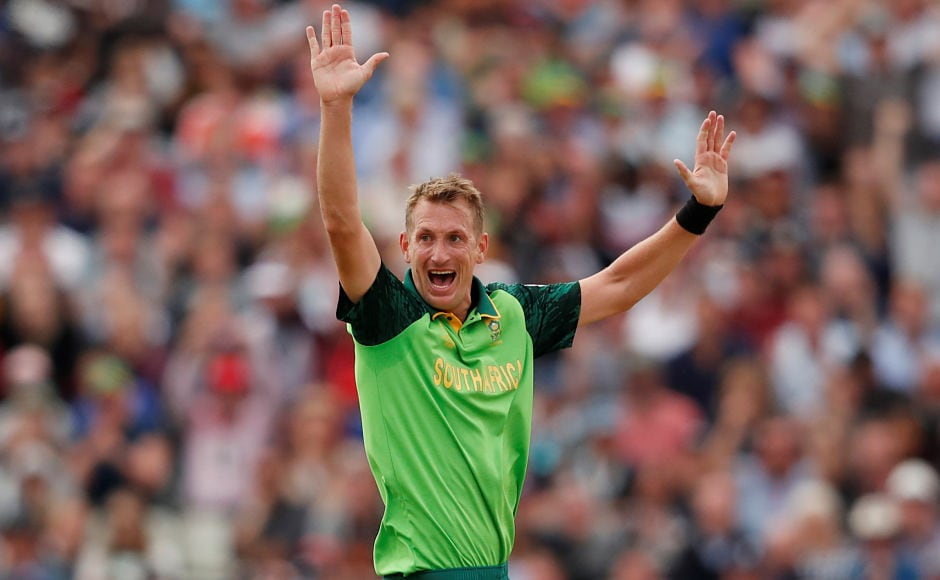 Chris Morris led South Africa's fightback with the ball with three wickets in the middle overs to break New Zealand's back and reduce them to 137/5. Reuters