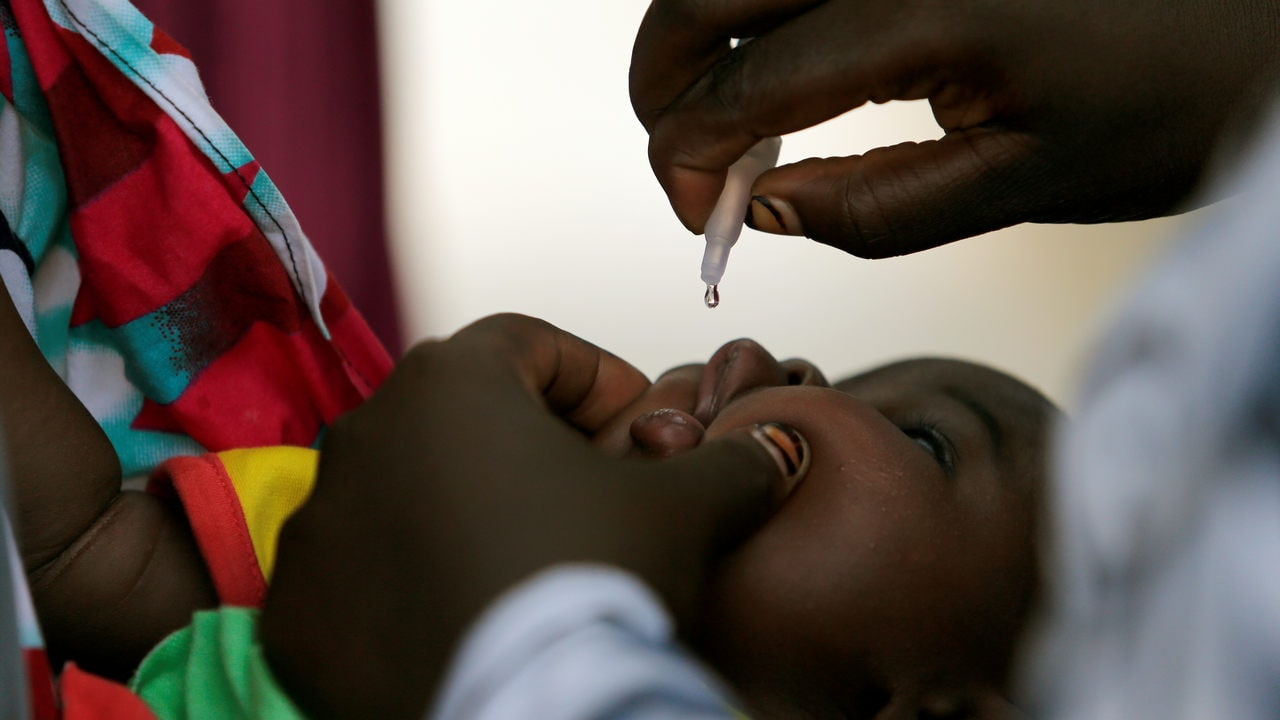 WHO, UNICEF join hands with local authorities for polio vaccine campaign in Somalia