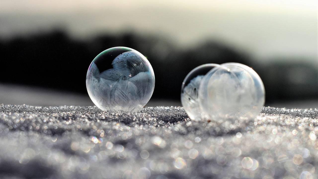Researchers re-create frozen bubble to explain ice bubble magic video on YouTube