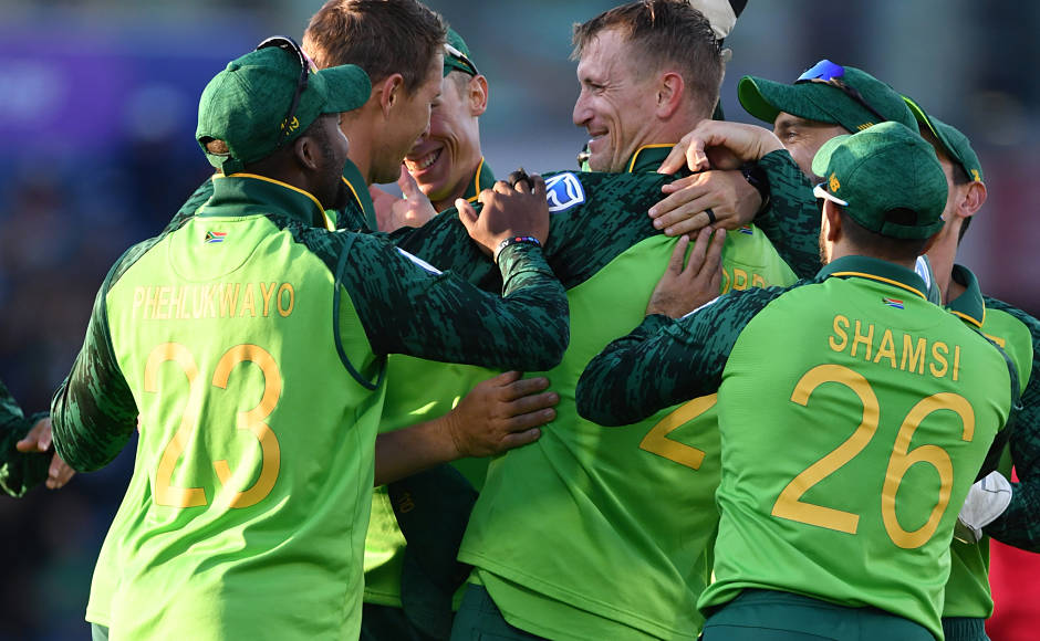 South Africa came back strongly in the match after getting rid of David Warner. It was Chris Morris brought his fall by bowling tight line and length deliveries. AFP