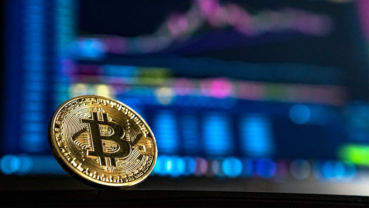 Bitcoin drops 8 percent in value, analysts attribute loss to technical trading in thin liquidity