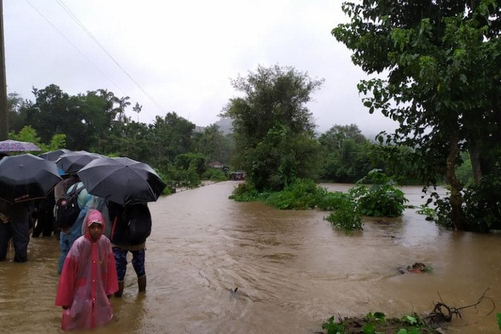 An overflowing bridge near Khandya. Image credit: Mrunmayee.
