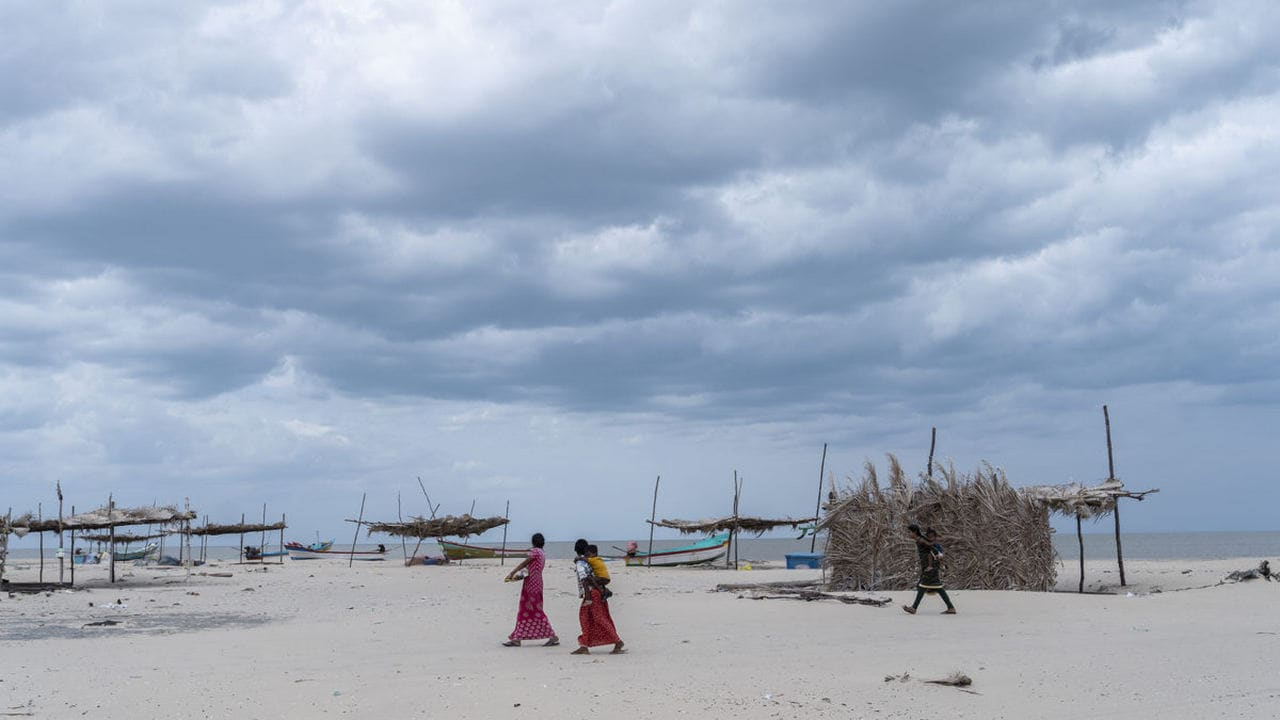 Dark clouds gather on Vizhunthamavadi's coast. Fishing and agricultural communities inhabiting Tamil Nadu's disaster-prone regions incurred substantial losses during a tsunami in 2004 and a cyclone in 2018. The community radio station can help increase the climate resilience of vulnerable communities. image credit: Kartik Chandramouli/Mongabay.