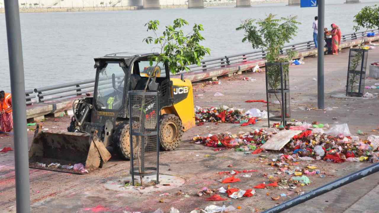 The aftermath of the ganpati celebrations. image credit: Twitter