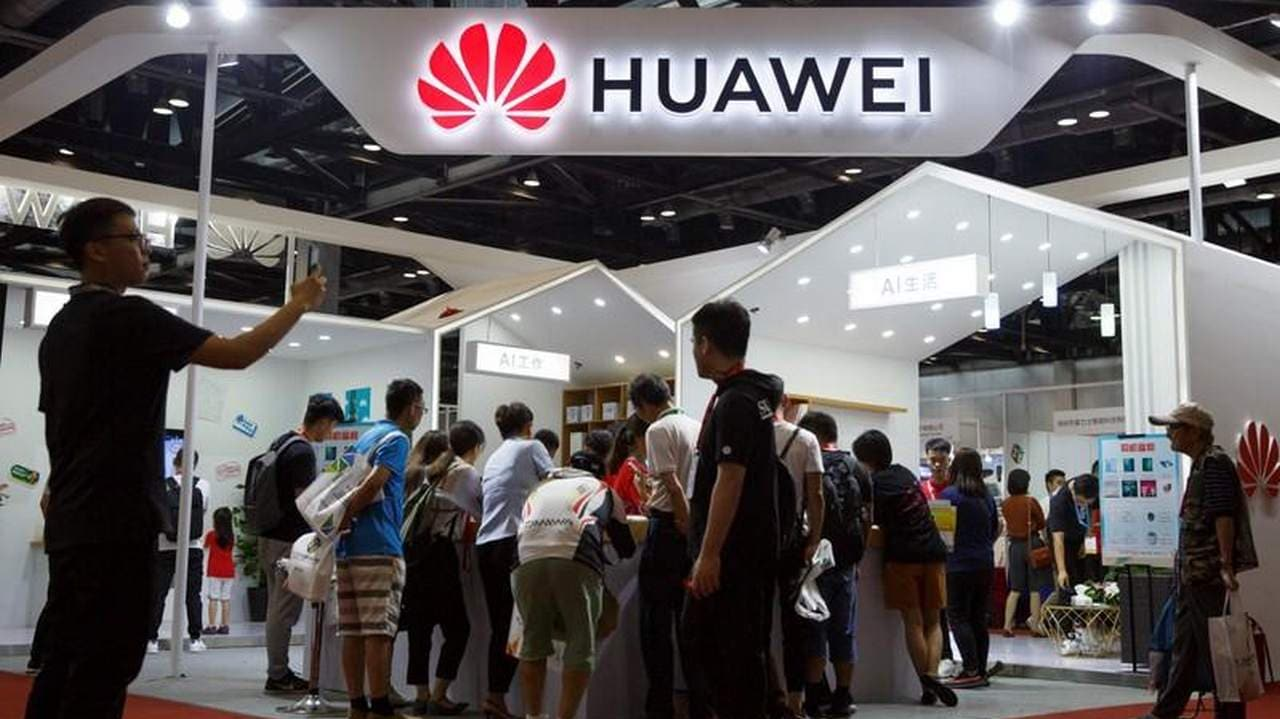 Huawei in early-stage talks with US telecom companies about licensing 5G network technology