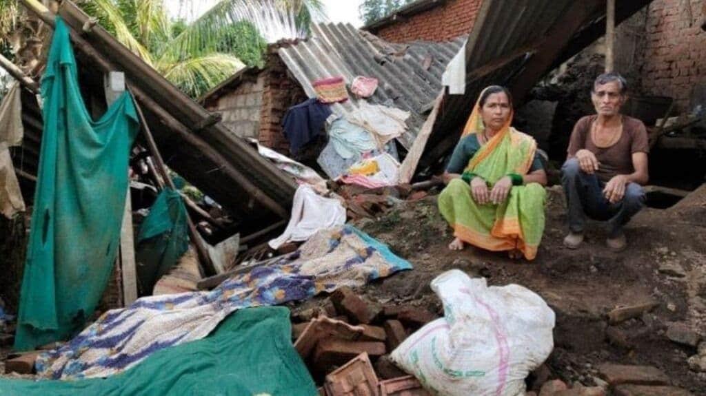 A couple stares at their collapsed house, Kothli, Karvir Taluka, Kolhapur. Photo by Kanchan Srivastava.