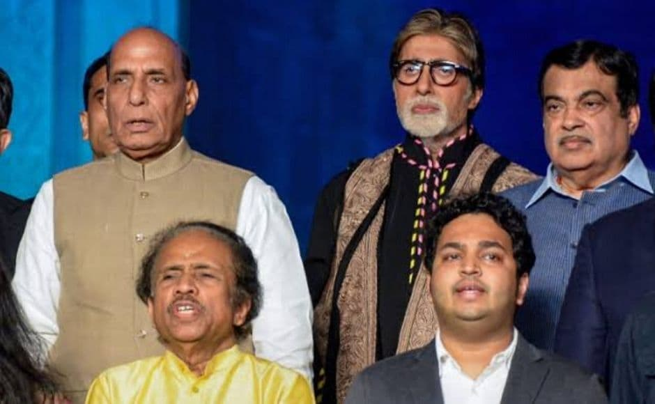 Defence Minister Rajnath Singh, Amitabh Bachchan and Union Minister Nitin Gadkari at the remembrance ceremony. Image courtesy Press Trust of India