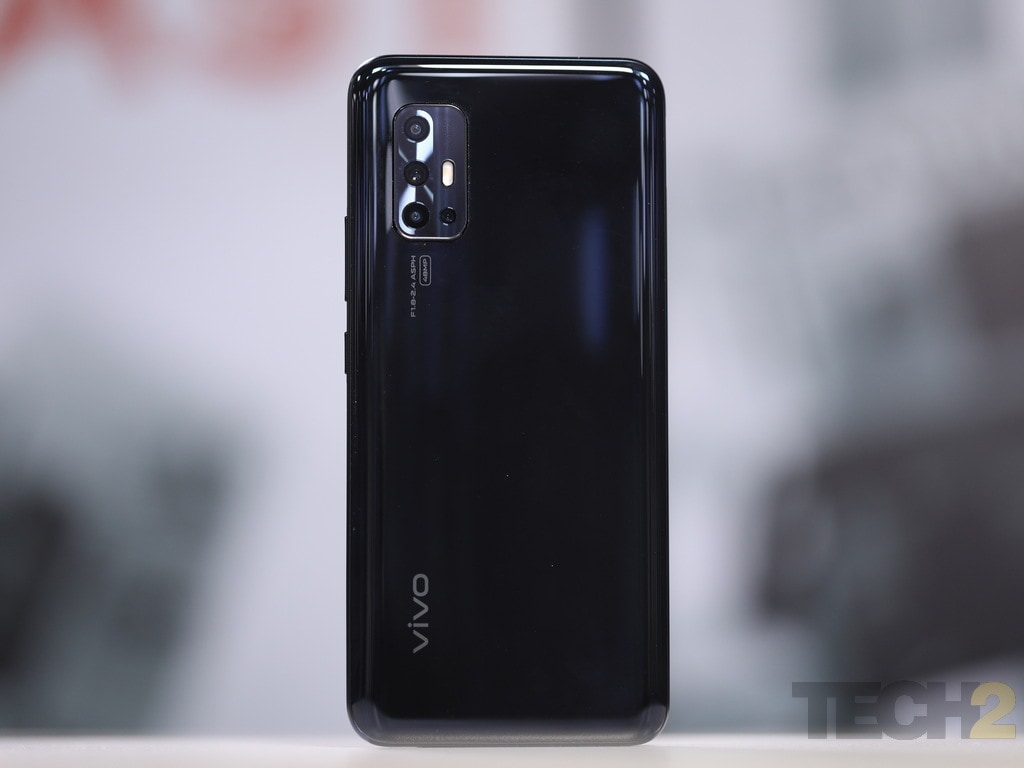 Vivo V17 review: Enjoy its fancy looks and decent camera, but that is all about it