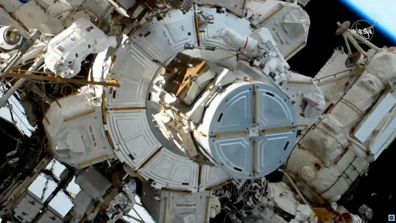 SpaceX helps the space station enter its Golden Age 20 years after it was launched- Technology News, Gadgetclock