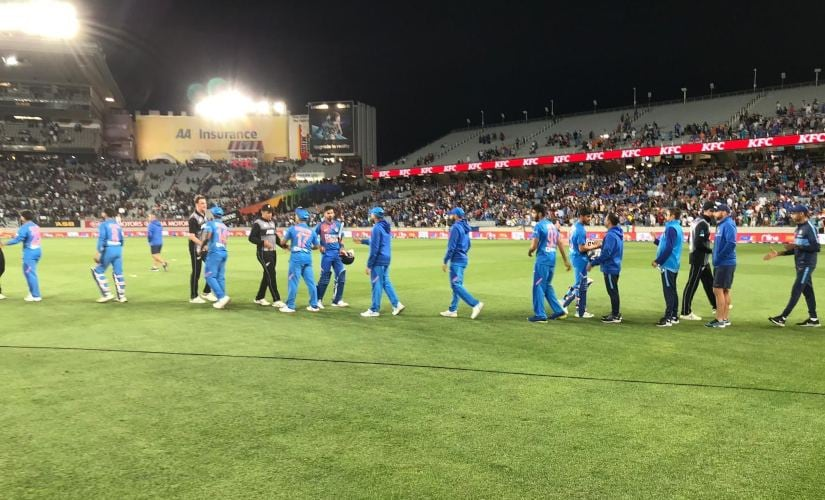 India and New Zealand cricketers shake hands after the first T20I of the five-match series. Image credits @BLACKCAPS