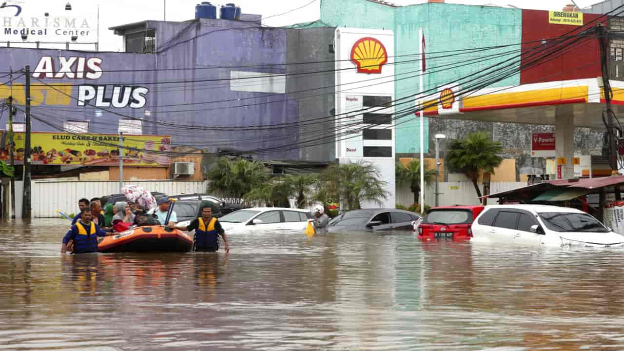 Indonesia floods: 53 dead, 173,000 placed in Jakarta emergency shelters, neighbouring districts after torrential downpours
