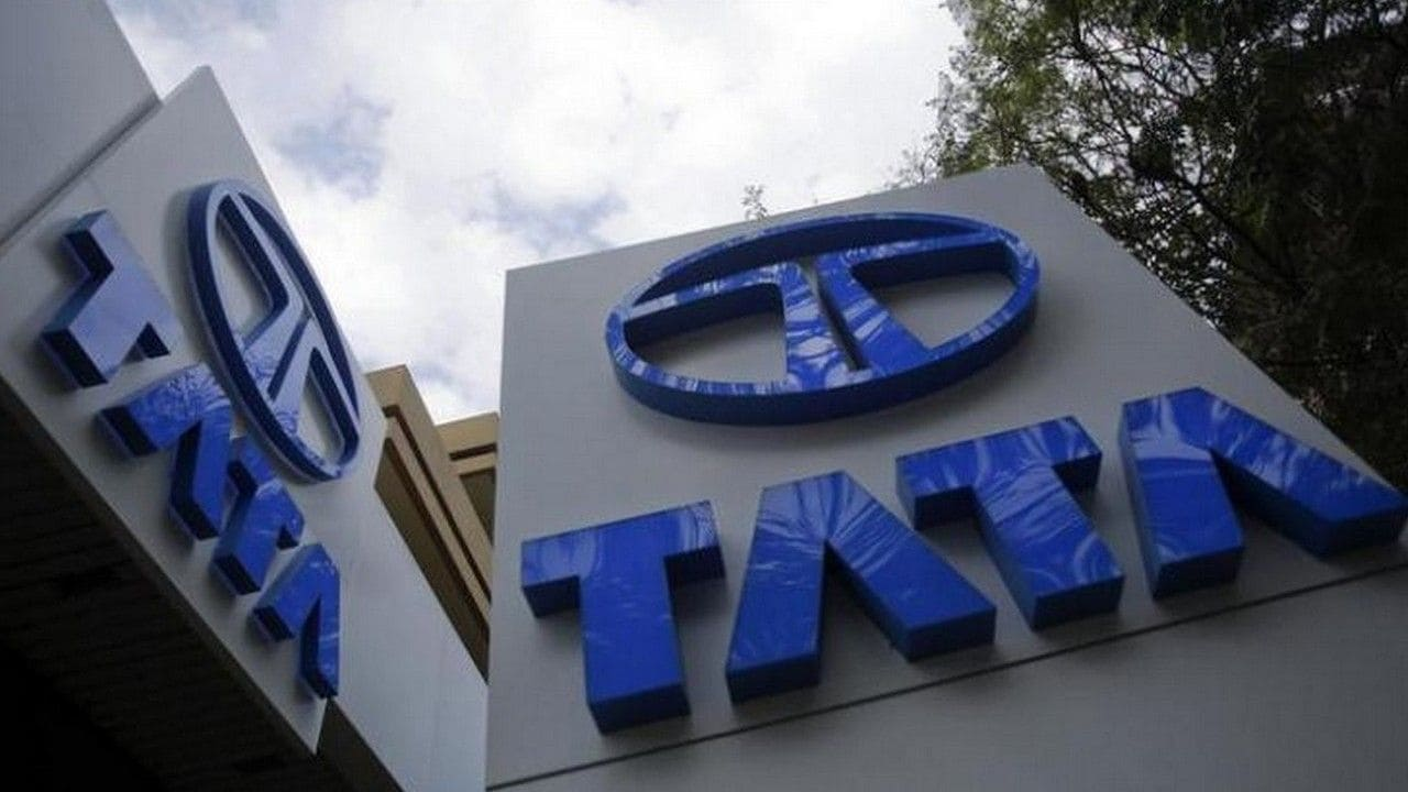 AGR dues: Tata Sons chief meets Communications Minister Ravi Shankar Prasad as DoT prepares to issue notice to Tata Teleservices - Firstpost