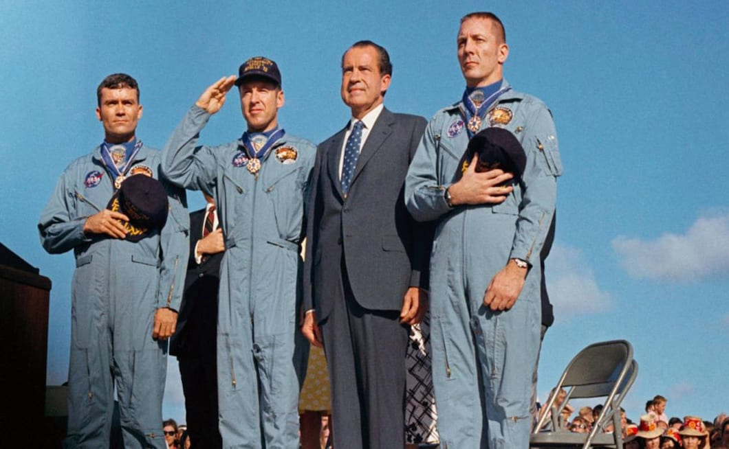 President Nixon awards the Apollo 13 crew members the Presidential Medal of Freedom, the highest civilian honour. He also awarded this medal to the Mission Operations Team. Image credit: NASA