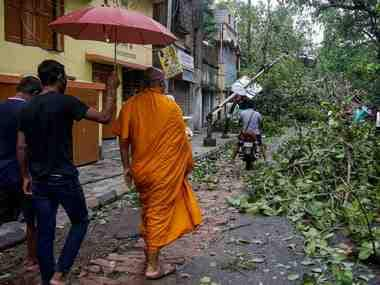 Cyclone Amphan leaves 80 dead, millions without power in West Bengal; Narendra Modi arrives in Kolkata