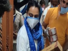 Coronavirus Outbreak: Swara Bhasker donates 3000 pairs of footwear to migrant workers in Delhi shelters