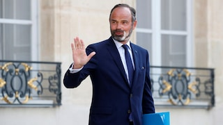 French Prime Minister Edouard Philippe Resigns As President Emmanuel Macron Readies Govt Reshuffle World News Firstpost