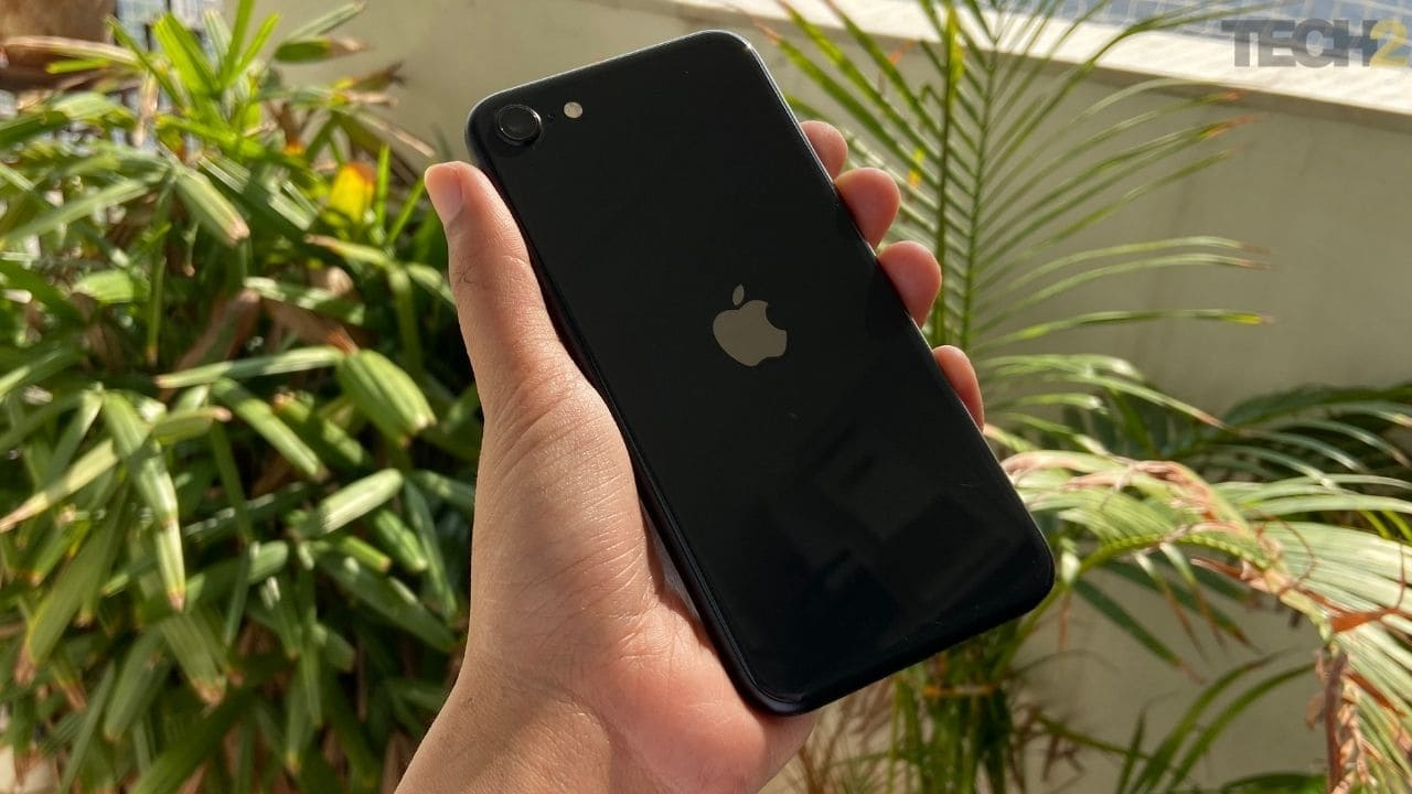 Apple iPhone SE review: A smaller iPhone 11 in an iPhone 8's body- Tech Reviews, Firstpost