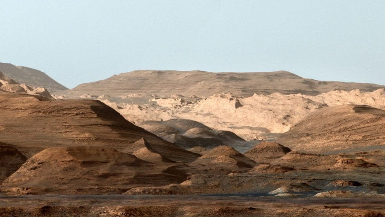 Curiosity showed that Mars experienced a megaflood wh..ads us to believe life might've existed on the planet - Firstpost