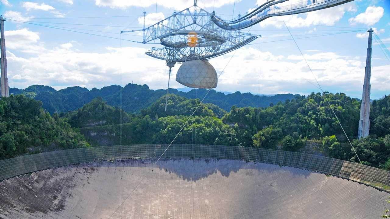 Puerto Ricos Arecibo Observatory is falling apart, leaving astronomers worried about their research
