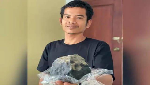 Pria Indonesia menjadi jutawan dalam semalam setelah meteorit menabrak atap rumahnya