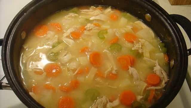 سوپ های خانگی می توانند باعث افزایش ایمنی ، کاهش وزن و بهبود سلامت قلب در زمستان شوند
